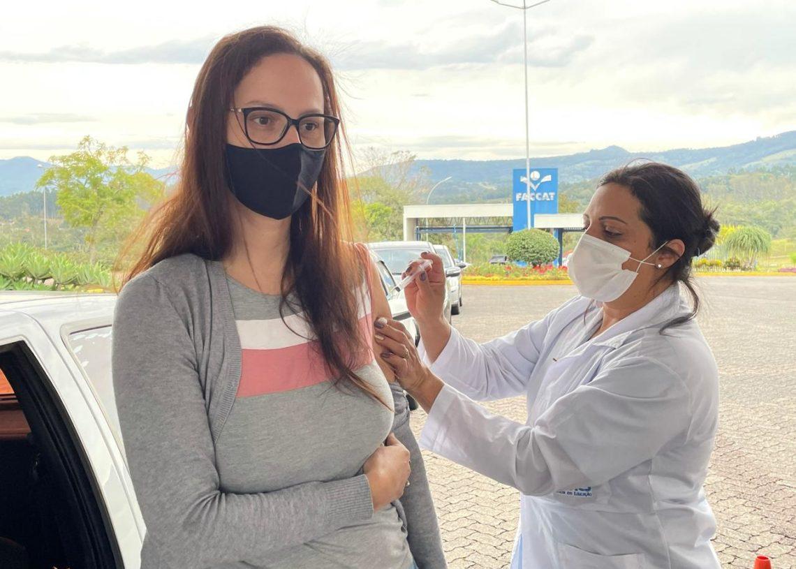 Vacinação ocorrerá no drive-thru da Faccat. Foto: Divulgação