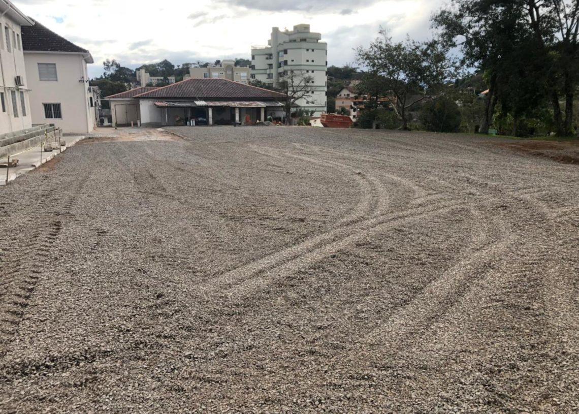Contribuição de 50 metros de saibro cobriu desníveis e buracos da área Foto: Divulgação/Prefeitura de Taquara