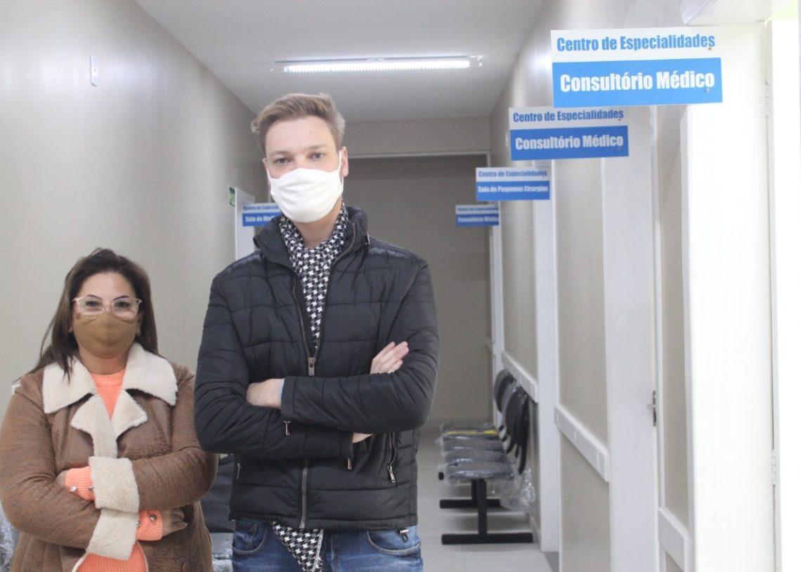 Secretária Ana e médico Fernando explicam importância do tratamento para evitar agravamento dos pacientes (Foto: Melissa Costa)