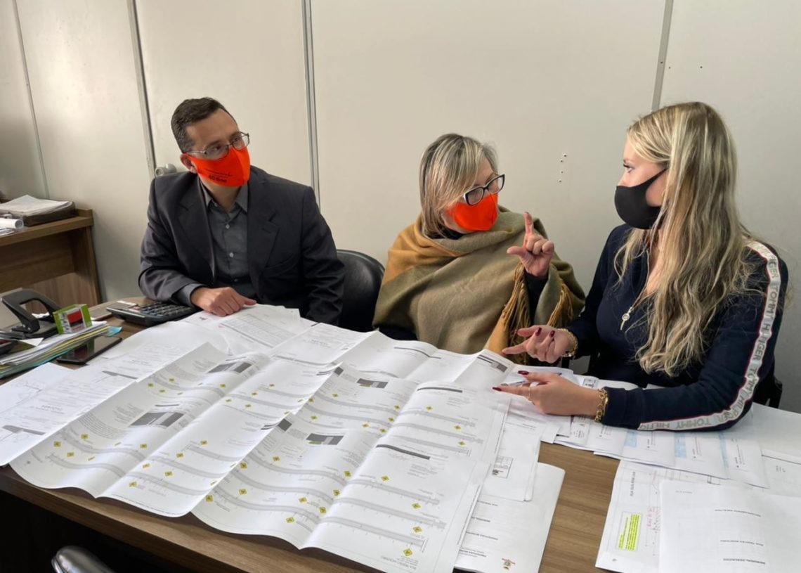 Luciano, Sirlei e Daniele analisaram últimos detalhes dos projetos nesta quinta-feira. Foto: Prefeitura de Taquara