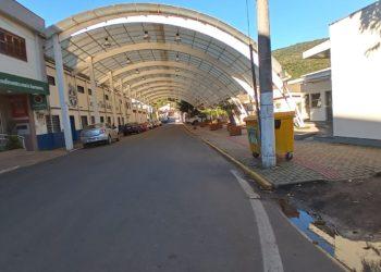 Placas de energia serão instaladas em cima da Rua Coberta Foto: Luana Corletti / Prefeitura de Riozinho