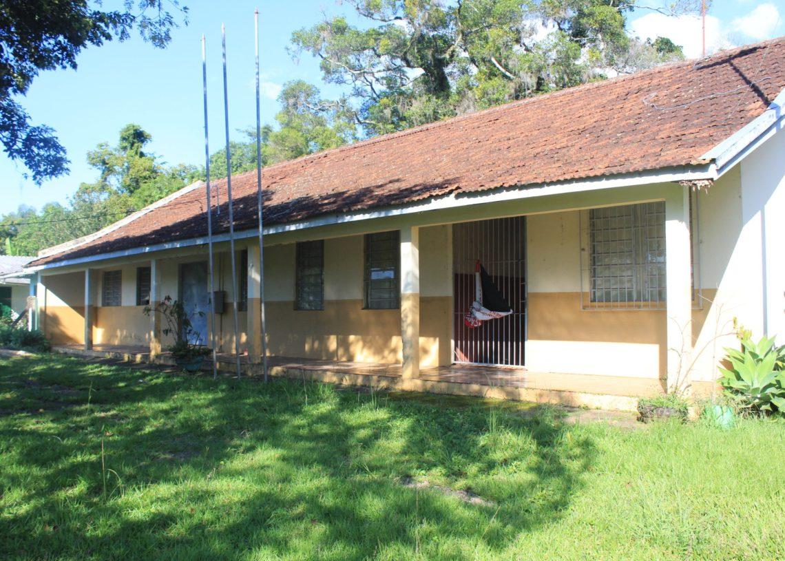 Escola fica ao lado da Igreja Luterana da localidade de Rochedo. Foto: Matheus de Oliveira
