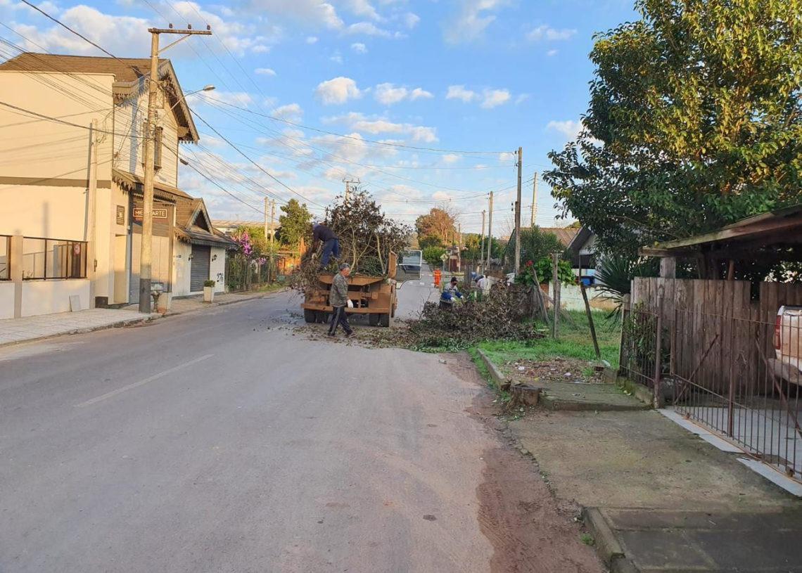 Objetivo é colocar em dia calendário de podas em quatro bairros do município Foto: Divulgação/Prefeitura de Taquara