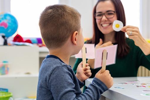 Nova licitação prevê a contratação de 1200 consultas e 7200 sessões de terapia fonoaudiológica Foto: Pixabay