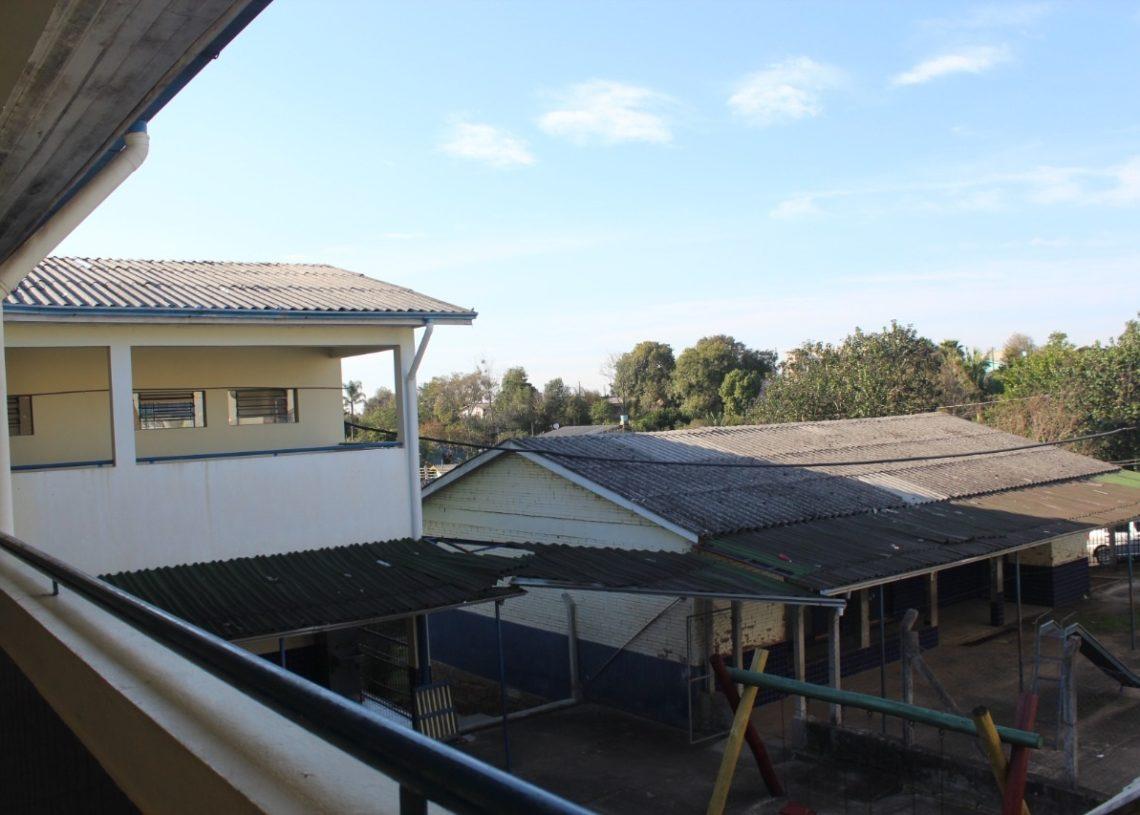 Telhado da escola necessita de importante reforma (Fotos:   Melissa Costa)